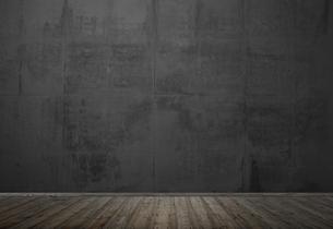 empty dark room with wooden floor and stone wallの写真素材 [FYI00699829]