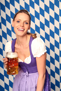 woman in costume with beerの写真素材 [FYI00699851]