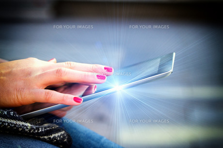 young modern woman with tabletの写真素材 [FYI00700029]