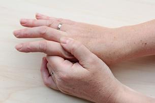 the aching handの素材 [FYI00700087]