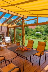 summer terrace and gardenの写真素材 [FYI00700157]