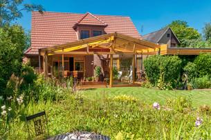 summer terrace and gardenの写真素材 [FYI00700162]