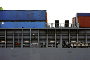 container ship side viewの写真素材 [FYI00700270]