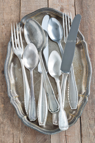 silverware on silver platterの写真素材 [FYI00700345]