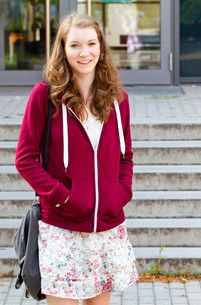 young woman at schoolの写真素材 [FYI00700913]