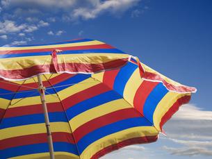 striped sunshadeの写真素材 [FYI00701057]