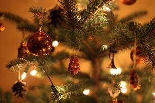 christmas tree decorationsの素材 [FYI00701158]