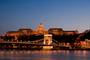 night lights in budapestの素材 [FYI00701748]