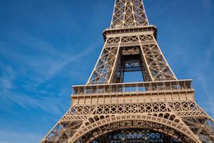 eiffel tower in paris landmarks against blue skyの写真素材 [FYI00701969]