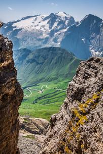 summer view of sass pordoi mount and fassa valley,italian dolimitesの写真素材 [FYI00702004]