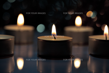 candles with shallow depth of fieldの素材 [FYI00702218]