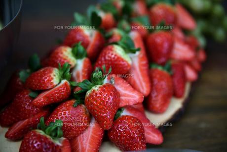 sliced \u200b\u200bstrawberriesの素材 [FYI00702378]
