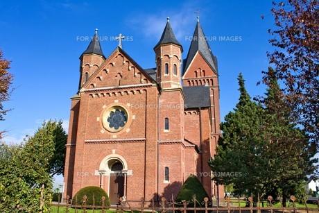 romanesque church in autumnの写真素材 [FYI00702479]