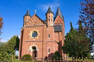 romanesque church in autumnの素材 [FYI00702479]