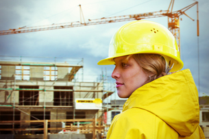 young woman at the construction siteの写真素材 [FYI00703160]