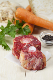 raw oxtail soup ingredientsの写真素材 [FYI00704590]