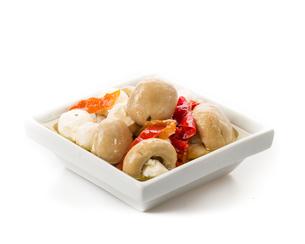eigelegt antipasti mushrooms with fresh herbs in oilの写真素材 [FYI00705137]