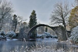 rakotzb?cke in winterの写真素材 [FYI00706795]