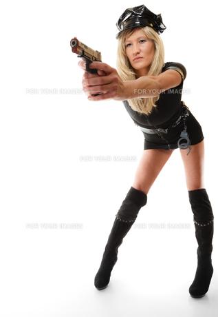 policewoman cop with gunの写真素材 [FYI00706985]