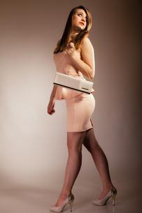 fashion girl with elegant handbag bagの素材 [FYI00706986]