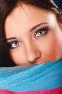 woman makeup on eyes hiden her face with shawlの写真素材 [FYI00706998]