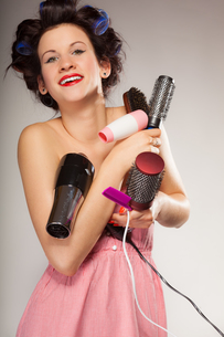 funny girl holds many styling hair accessoriesの写真素材 [FYI00707006]