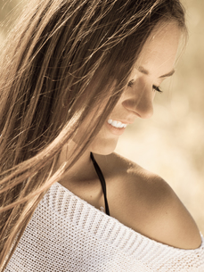 beautiful girl long hair outdoor,portraitの写真素材 [FYI00707038]