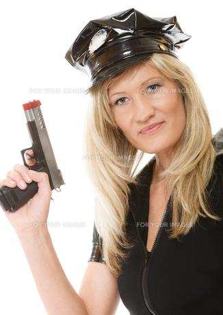 policewoman cop with gunの写真素材 [FYI00707764]