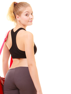 sport. back of fitness sporty girl in sportswear with gym bagの写真素材 [FYI00707772]