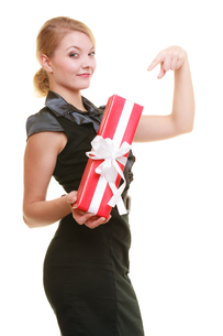 holidays love happiness concept - girl with gift boxの写真素材 [FYI00707782]
