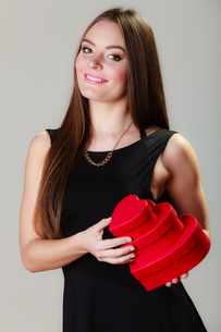 lovely woman with red heart shaped gift boxesの写真素材 [FYI00707814]