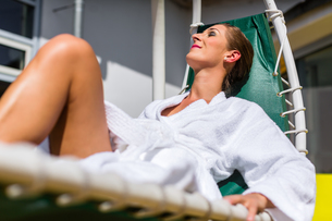 women relax on deck at the wellness spaの写真素材 [FYI00708321]