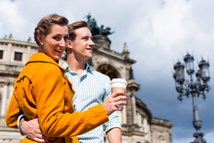 couple makes semperoper in dresden walk beforeの写真素材 [FYI00708381]