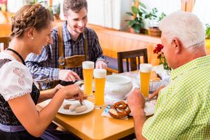 people drinking beer in bavarian pub whiteの写真素材 [FYI00708397]