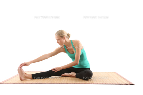 young woman doing yogaの素材 [FYI00708818]