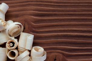 brushed shavings on wood grainの素材 [FYI00709251]