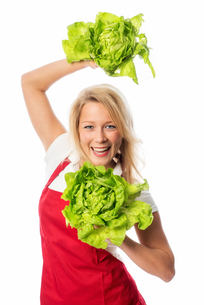 woman with apron presenting lettuceの写真素材 [FYI00709661]