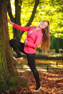 fall season. full length girl young woman in autumnal park forest.の写真素材 [FYI00709715]