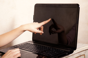 business. finger touching screen computer laptopの写真素材 [FYI00709736]