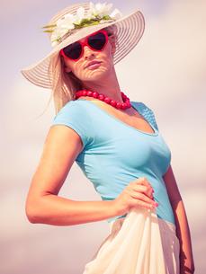 beautiful blonde girl in hat on beachの写真素材 [FYI00709737]