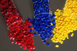 different colored plastic granules in test tubeの素材 [FYI00710411]