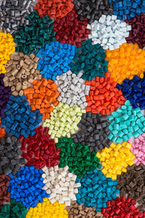 different brightly colored plastic granules on whiteの写真素材 [FYI00710647]