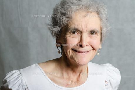 old woman portraitの素材 [FYI00711126]