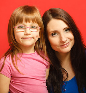 portrait mother and cute daughterの写真素材 [FYI00711865]