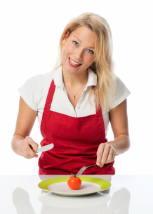 blonde housewife eaten a tomatoの写真素材 [FYI00712169]