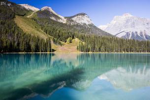 emerald lake,yoho national park,british columbia,canadaの写真素材 [FYI00714410]