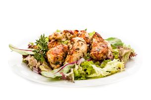 chicken breast on saladの写真素材 [FYI00715163]