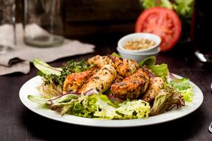 chicken breast on saladの写真素材 [FYI00715172]