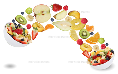healthy eating fruit salad with fruits such as orange,apple,banana and strawberryの素材 [FYI00715838]
