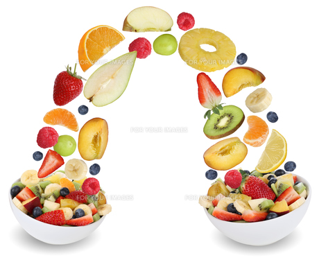 flying fruit salad with fruits such as orange,apple,banana,peach and strawberryの素材 [FYI00715842]